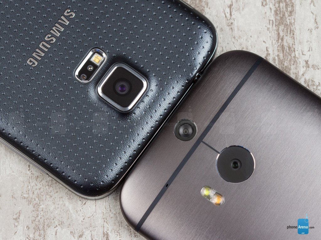 Samsung-Galaxy-S5-vs-HTC-One-M8-03