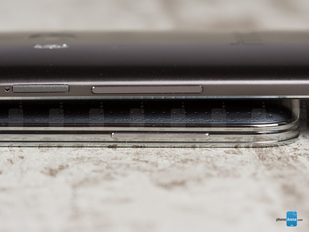 Samsung-Galaxy-S5-vs-HTC-One-M8-06